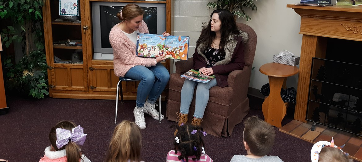 National Honor's Society Students read to Oakwood Students during March Reading Month